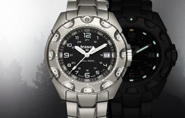 tytanowy zegarek taktyczny P49 Special Force marki traser w zamglonym lesie