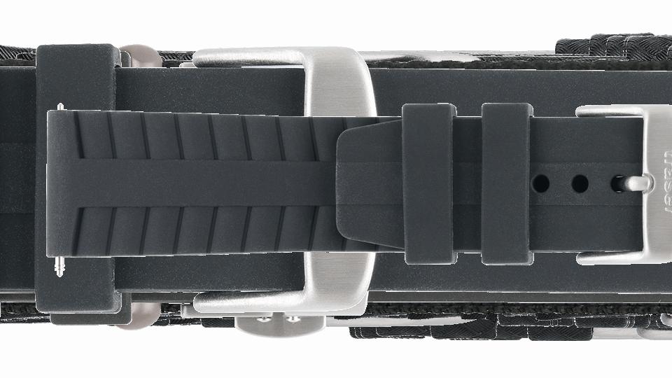 czarny pasek silikonowy do zegarka marki traser