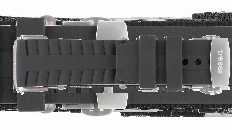 czarny pasek silikonowy do zegarka marki traser z zapięciem motylkowym