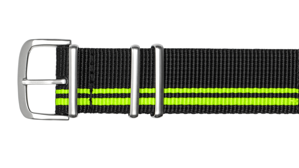 czarny pasek tekstylny typu NATO z dwoma jasnozielonymi paskami do zegarka marki traser