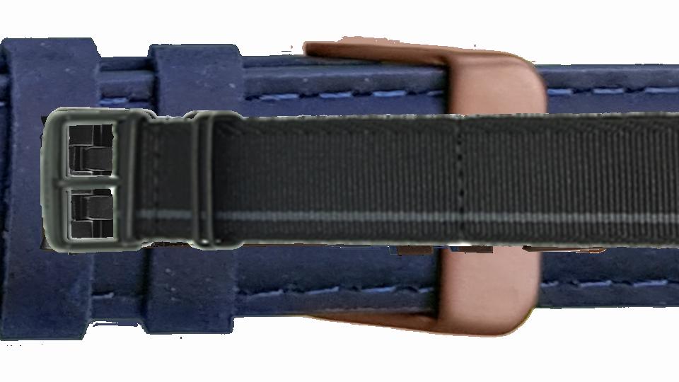 tekstylny pasek marki traser w czarnm kolorze z szarym paskiem i czarną sprzączką