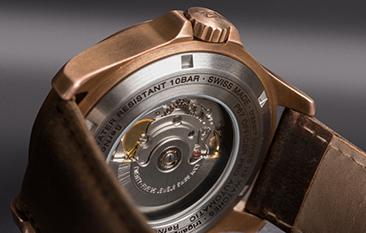 przeszklony dekiel taktycznego zegarka traser P67 Officer Pro Automatic Bronze Brown