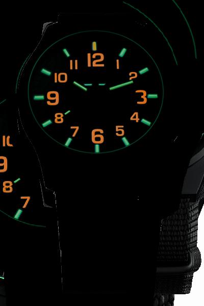 taktyczny zegarek traser P67 Officer Pro w ciemności