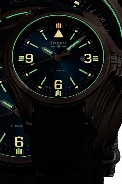 taktyczny zegarek traser P67 Officer Pro Automatic Bronze w ciemności