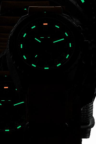 taktyczny zegarek traser P96 Evolution w ciemności